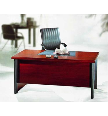 שולחן מנהלים 140X70 מעץ כולל משטח עבודה מהודר, מקום לחיווט ולמחשב מבית מוצר 2000 דגם קולג'