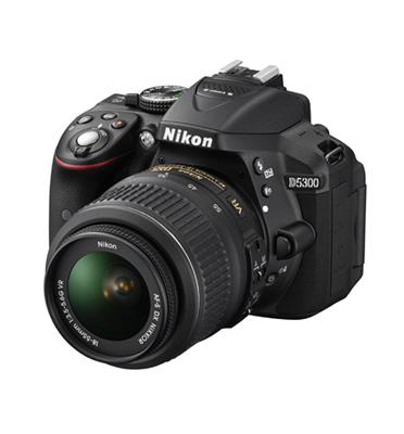 מצלמת DSLR מקצועית 24.2MP חיישן CMOS בפורמט DX +עדשה 18-105VR תוצרת NIKON דגם D5300
