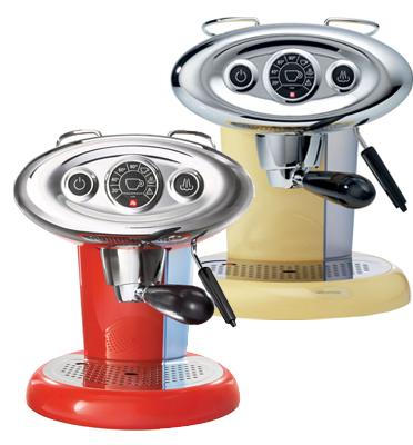 """-מכונת אספרסו עם אפשרות להקצפת חלב קרמי תוצרת illy דגם X7.1 אדום + מתנה: 100 ש""""ח לרכישת קפסולות"""