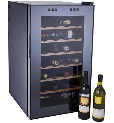 מקרר יין מפואר בעיצוב חדשני עם מדפי עץ  28 בקבוקים תוצרת DIAMLLER דגם BCG70W