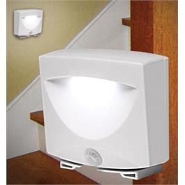 מנורת Mighty Light בעלת חיישן תנועה הנדלקת אוטומטית בלילה מבית BUY THE WAY דגם 1007457